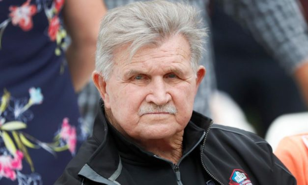 'Old Fashioned' Mike Ditka Has a Brutal Message for Anthem Kneelers