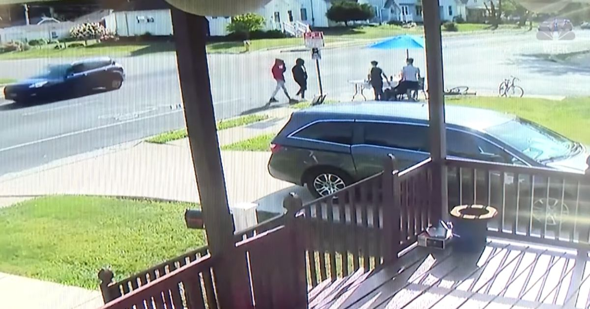 Two Kids with Lemonade Stand Robbed at Gunpoint, Police Say. Neighbors Band Together To Help