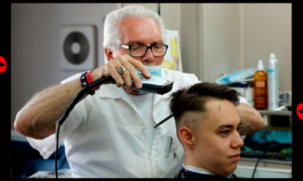 Former CDC Director gets triggered by a maskless barber.